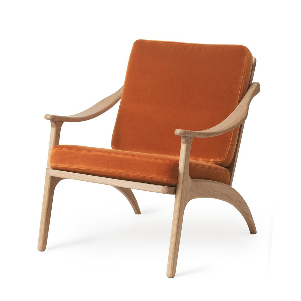 Lean Back lounge chair in oak and rusty red velvet.