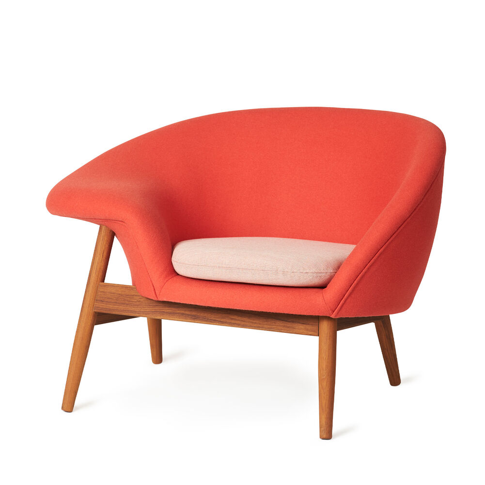 Fried Egg lounge chair in apple red colour with a light pink cushion.