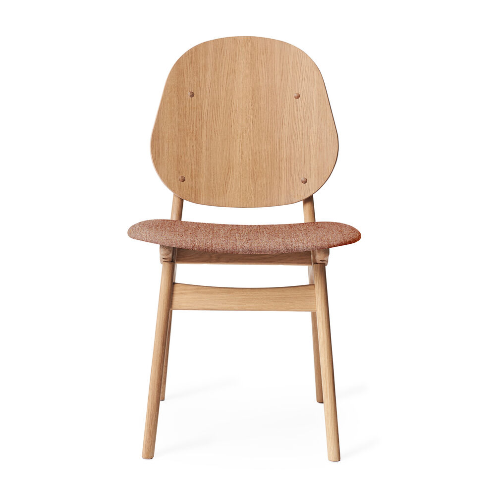 Noble dining chair in oak and seat in pale rose textile