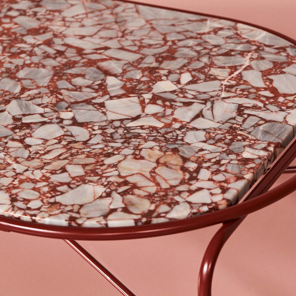 Close-up of Secant coffee table in red veined marble.