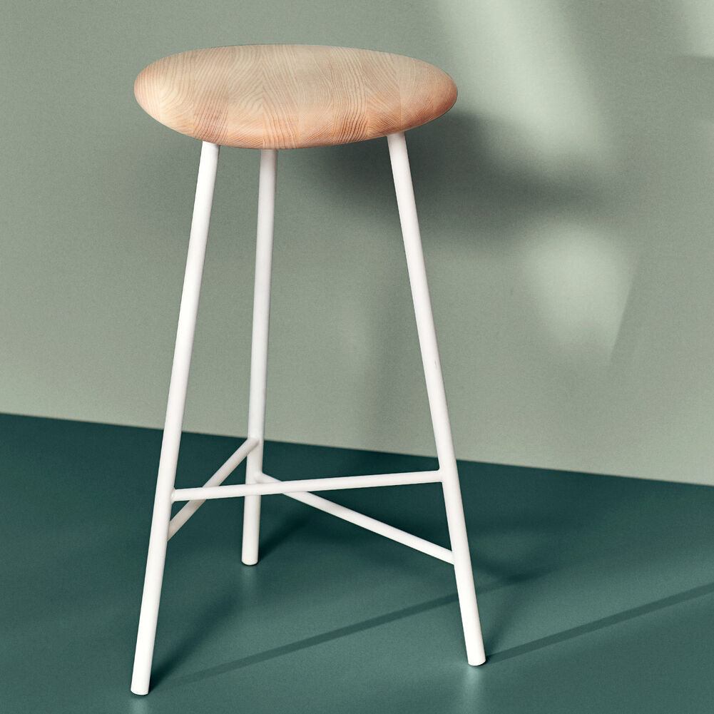 Pebble bar stools in ash and white, 76 cm.