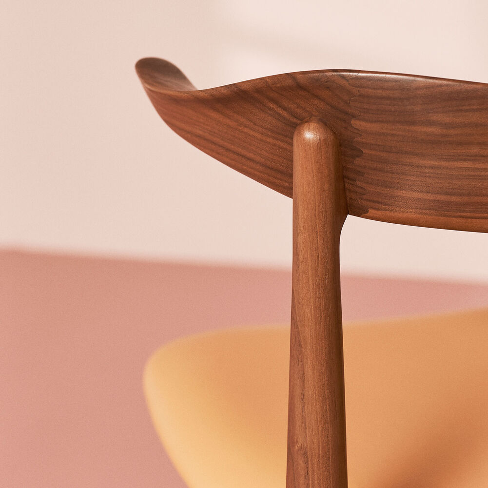 Cow horn dining chair in walnut and nature leather