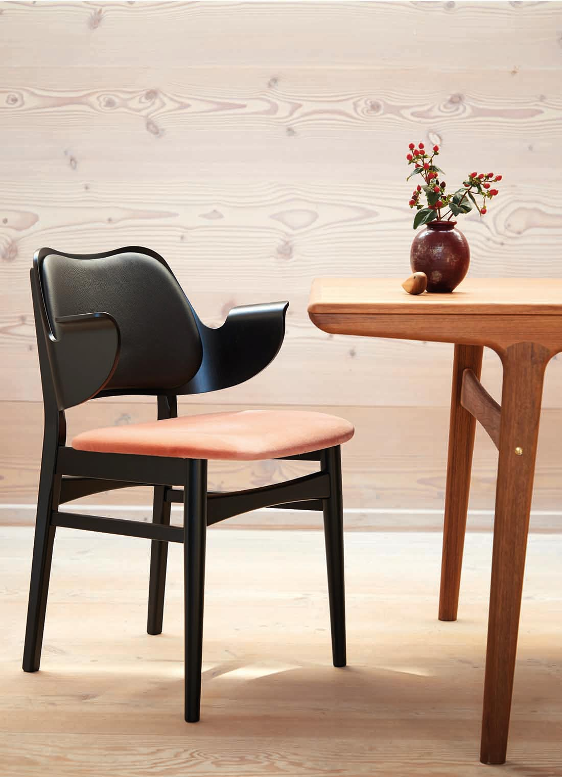 Gesture dining chair, black