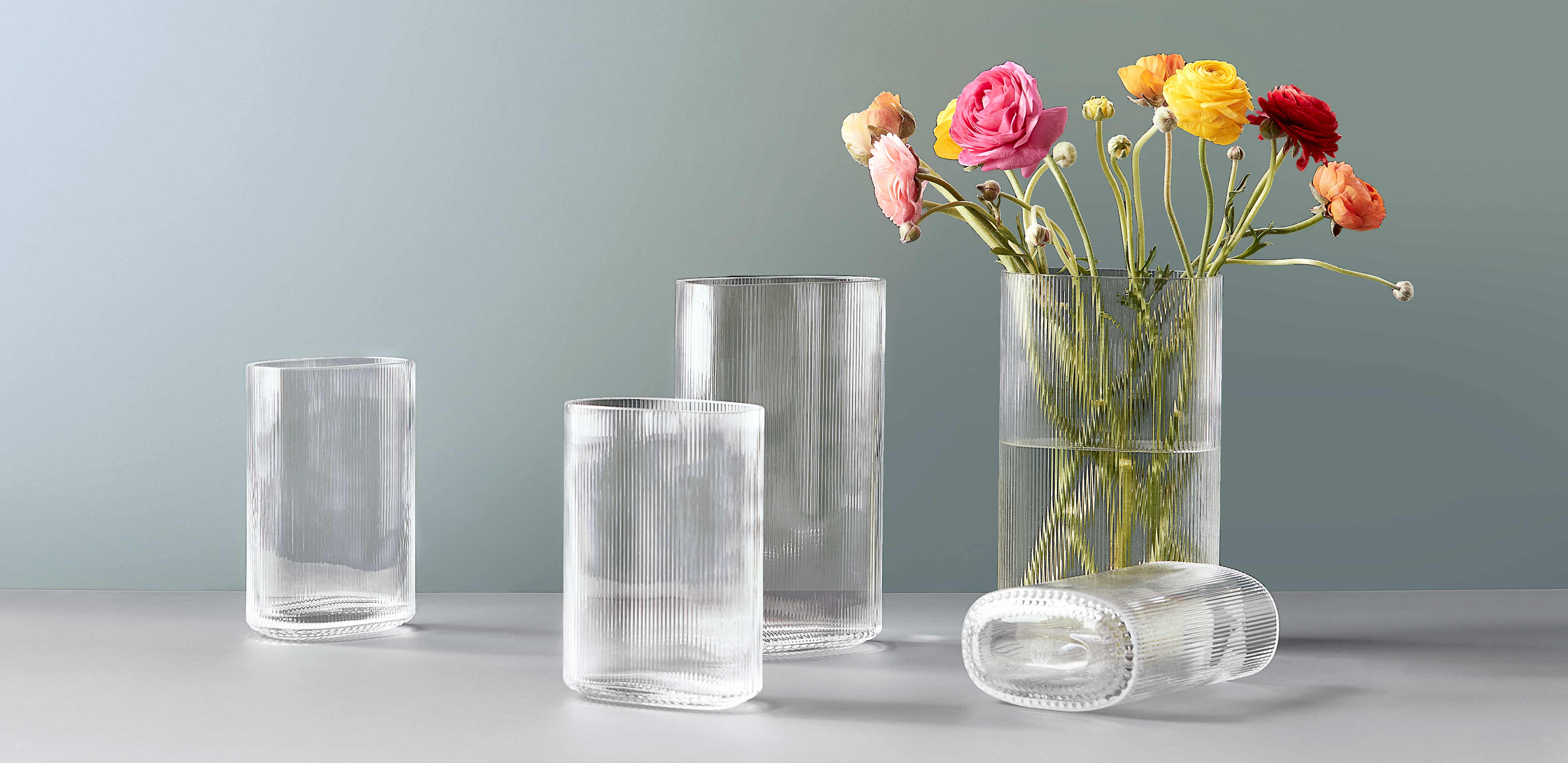 Arctic vase in different sizes with flowers
