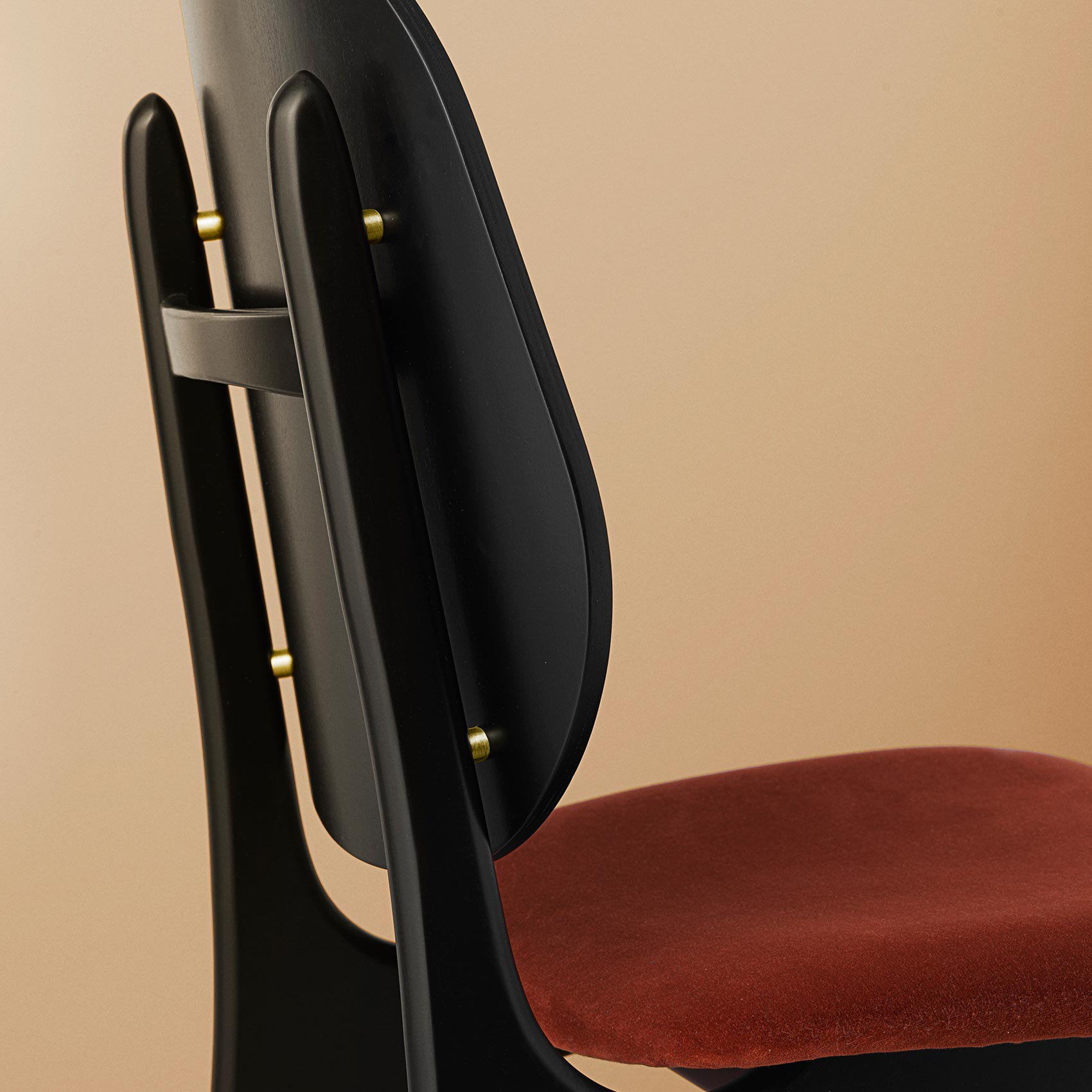 Noble dining chair details