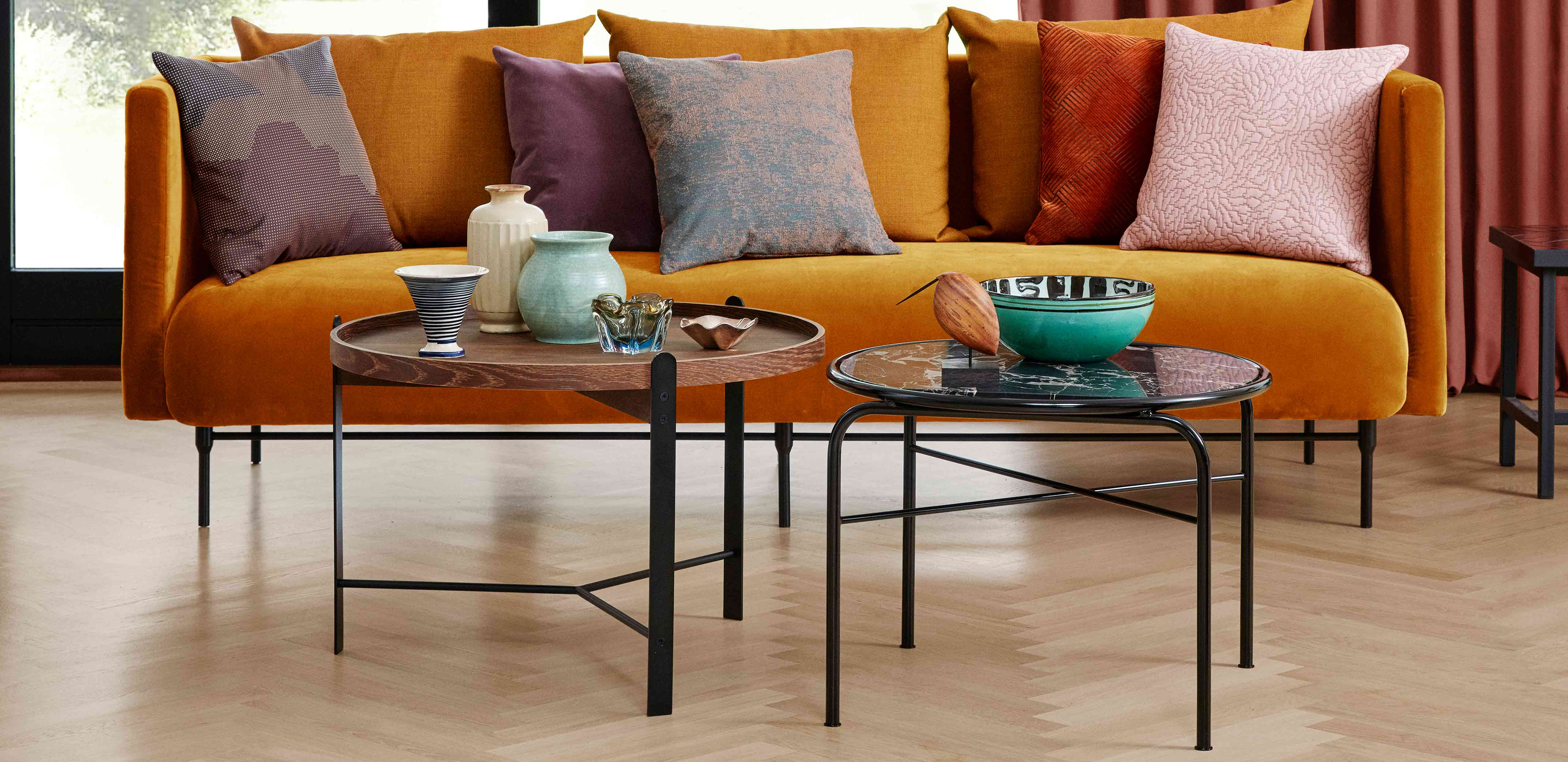 Compose coffee tables in a stylish livingroom with the Galore sofa.