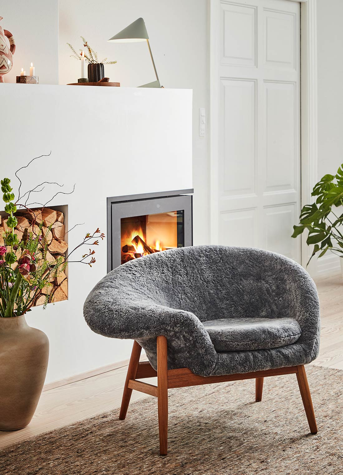 Fried Egg lounge chair in Scandinavian grey wool in a cozy living room.